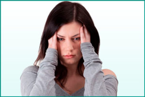 Приступы головной боли у женщины